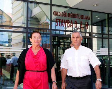 Minister za zdravje Tomaž Gantar in direktorica OI Ano Žličar. Foto: ministrstvo za zdravje