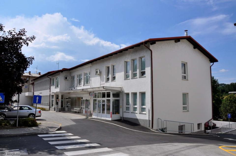 V izpostavi ZZZS Šmarje pri Jelšah se soočajo z najhujšim pomanjkanjem pediatrov v Sloveniji. Na fotografiji: zdravstveni dom v Šmarju pri Jelšah. Foto: