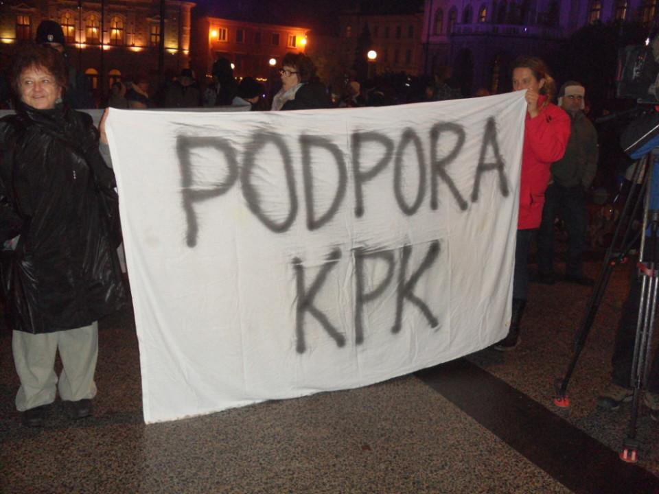 Shod v podporo nekdanjemu senatu protikorupcijske komisije, ko ga je vodil Goran Klemenčič, decembra 2013. Na mesto predsednika KPK je leta 2014 Borut Pahor imenoval Borisa Štefaneca. Foto: MZaplotnik/Wikipedia