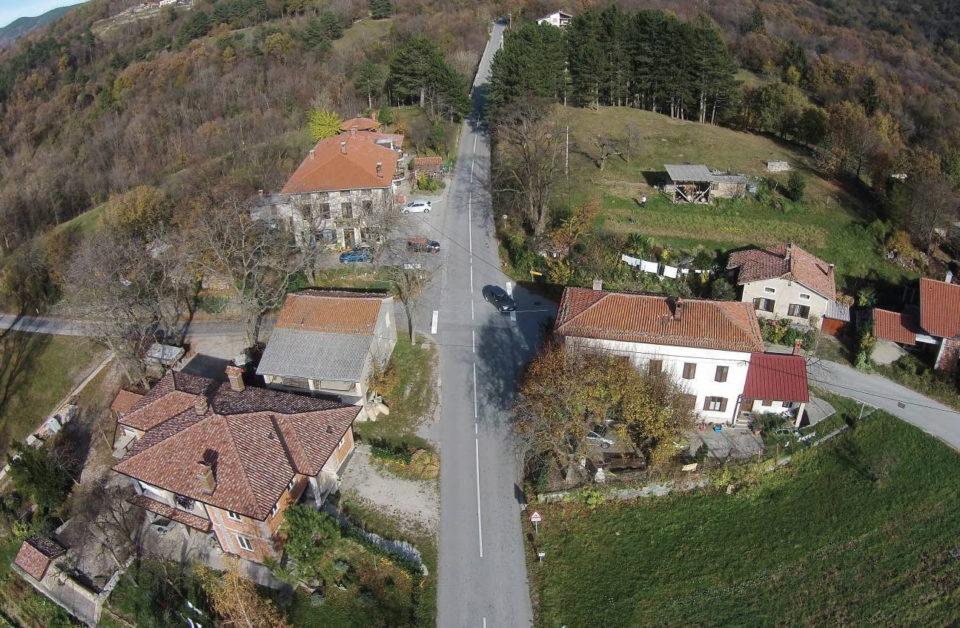 Zračni posnetek nevarnega križišča. Foto: DRSI