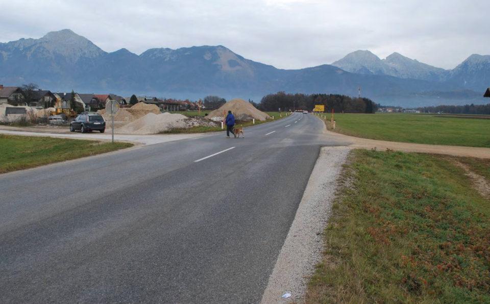 Pogled na križišče v smeri proti Preddvoru. Foto: DRSI