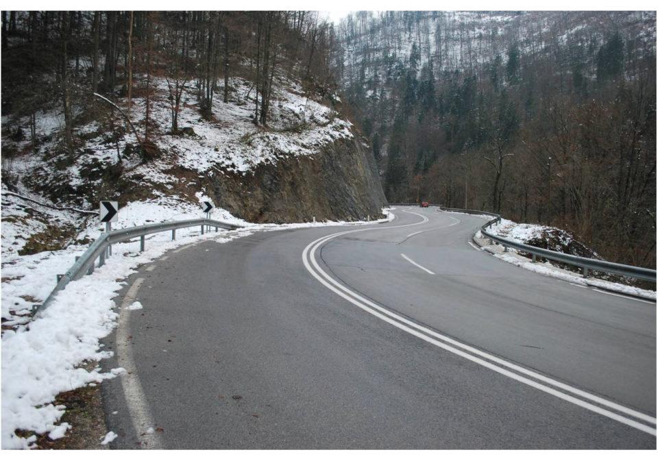 Pogled na potek ceste v smeri proti Godoviču. Foto: DRSI
