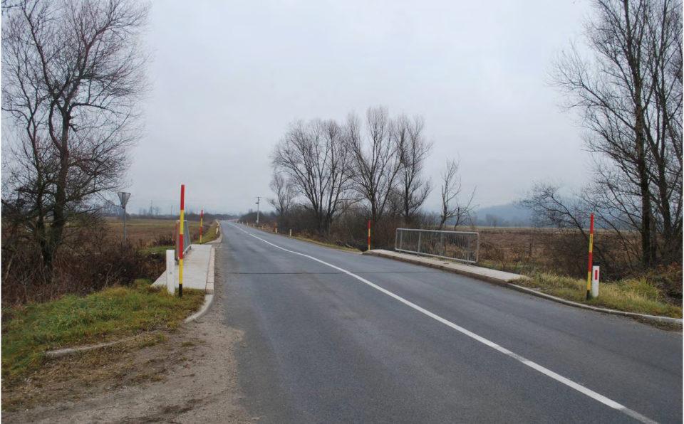 Potek ceste pred obravnavano krivino. Foto: DRSI