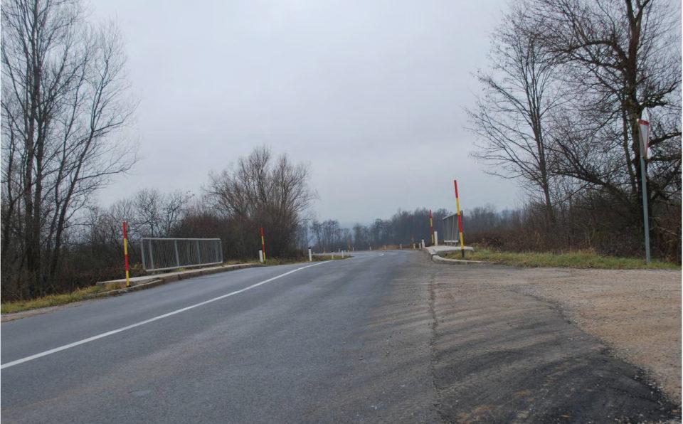 Pogled na krivino v smeri proti Igu (v smeri stacionaže). Foto: DRSI