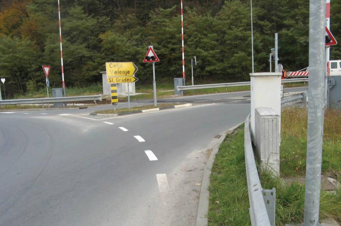 Pogled iz krožišča proti odseku Otiški Vrh – Slovenj Gradec (križanje ceste z železniško progo). Foto: DRSI