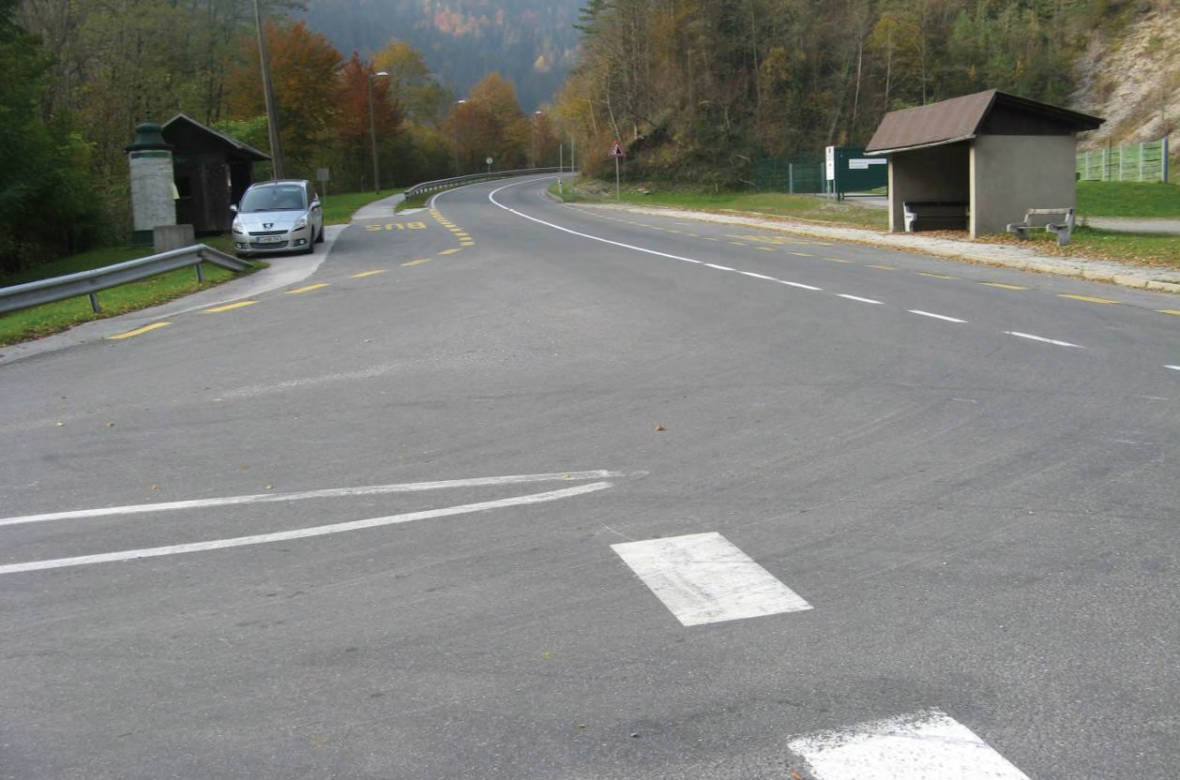 Pogled s stranske smeri proti nevarnemu odseku (preglednost v levi smeri). Foto: DRSI