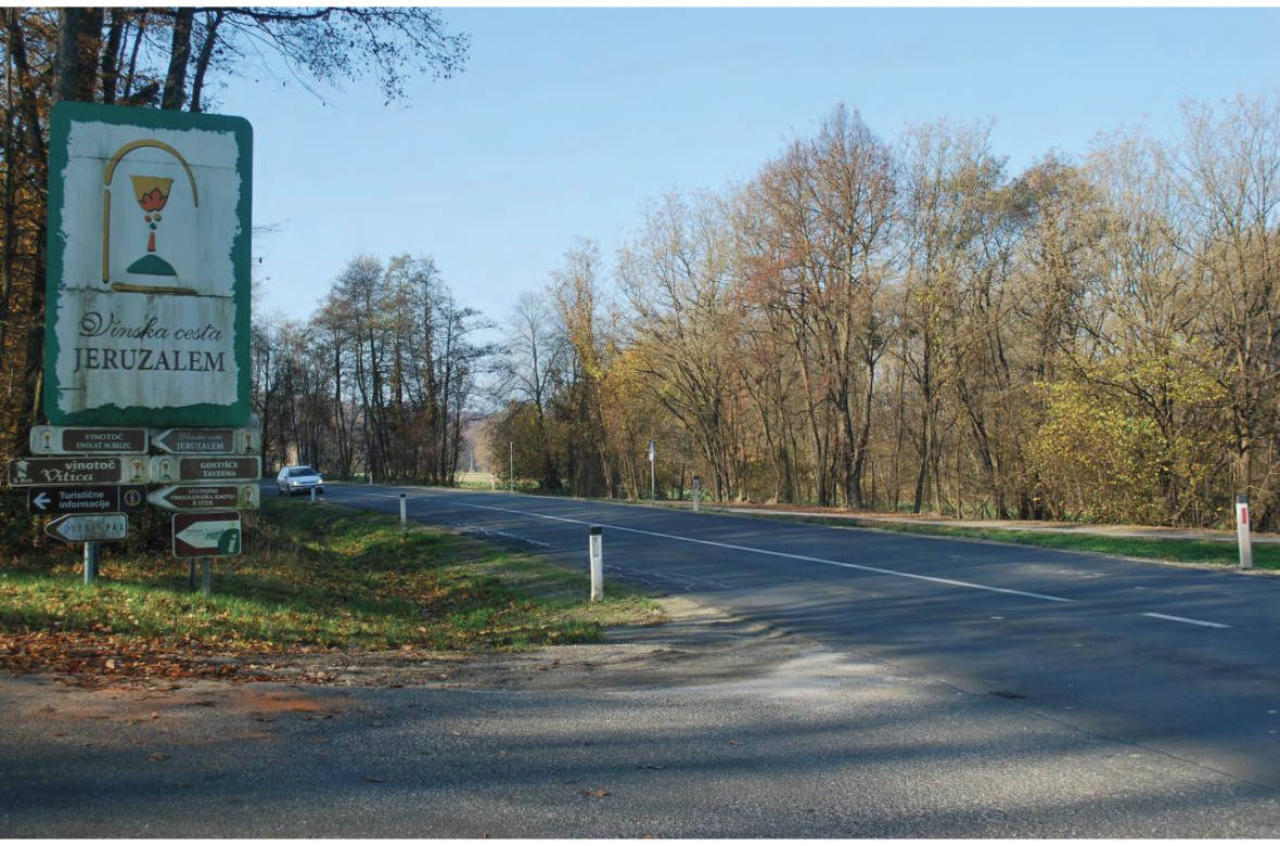 Preglednost pri vključevanju na prednostno cesto v smeri proti Pavlovcem. Foto: DRSI