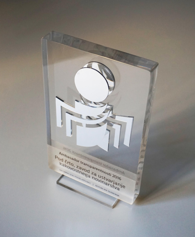 """Septembra 2016 smo za naše delo prejeli nagrado """"Ambasador transparentnosti 2016""""."""